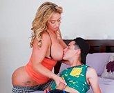 Juan El Caballo Loco se deja seducir por su madrastra, Eva Notty