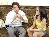 La chica joven hermosa Dillion Harper folla con el profesor